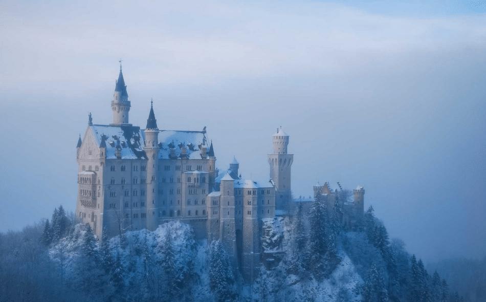 10- شولن نوشوانشتاین قلعه جشنوارهای افسانهای در آلمان برای سفر و گردشگری سفر و گردشگری در زمستان