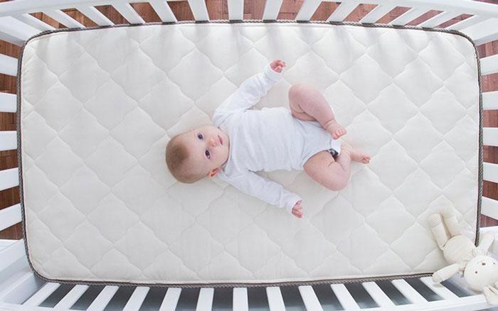 چه  تشک هایی برای نوزادان مناسب است؟
